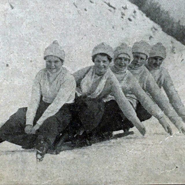 frauen-beim-schlittenfahren-feb-1908_