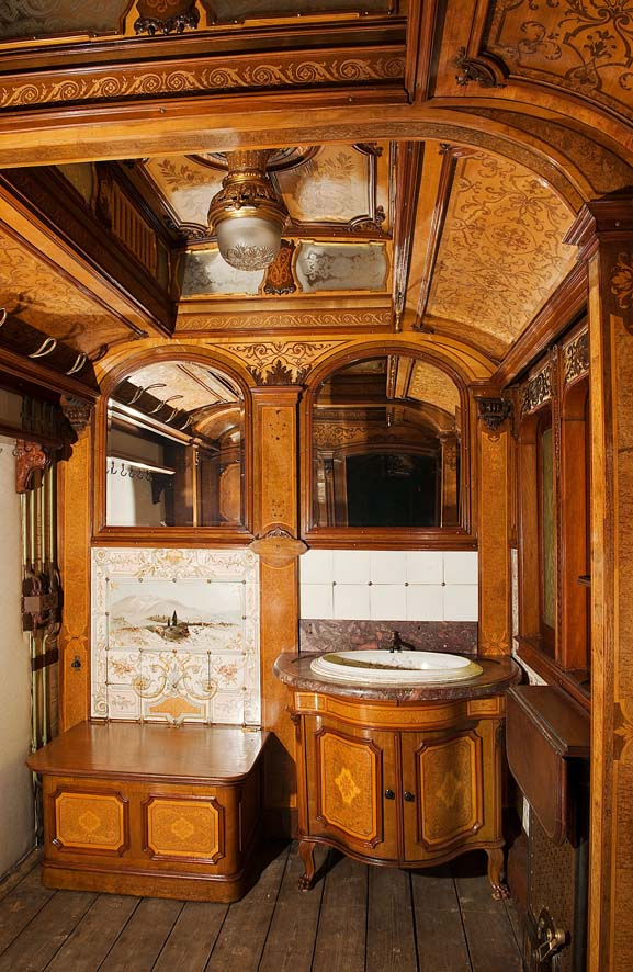 Bad im kaiserlichen Salonwagen