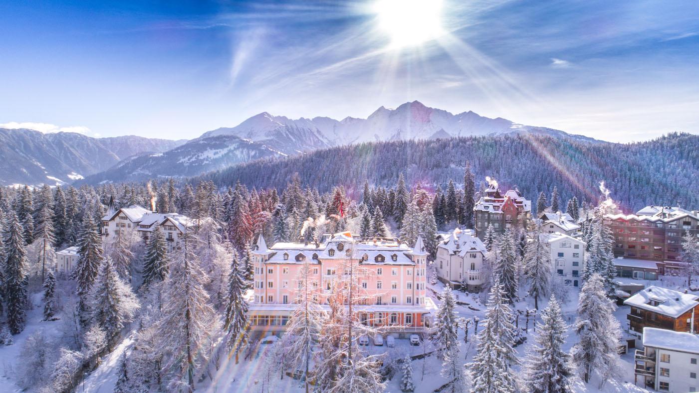 schweizerhof-flims-waldhaus-hotel-winteransicht-verschneit-sonne-2018-basichomeproductions.com_.jpg