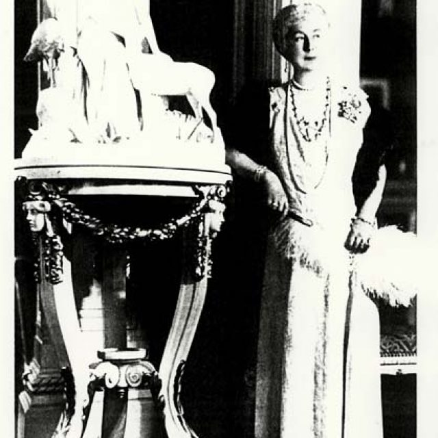frau-staudt-in-ihrem-salon-1910