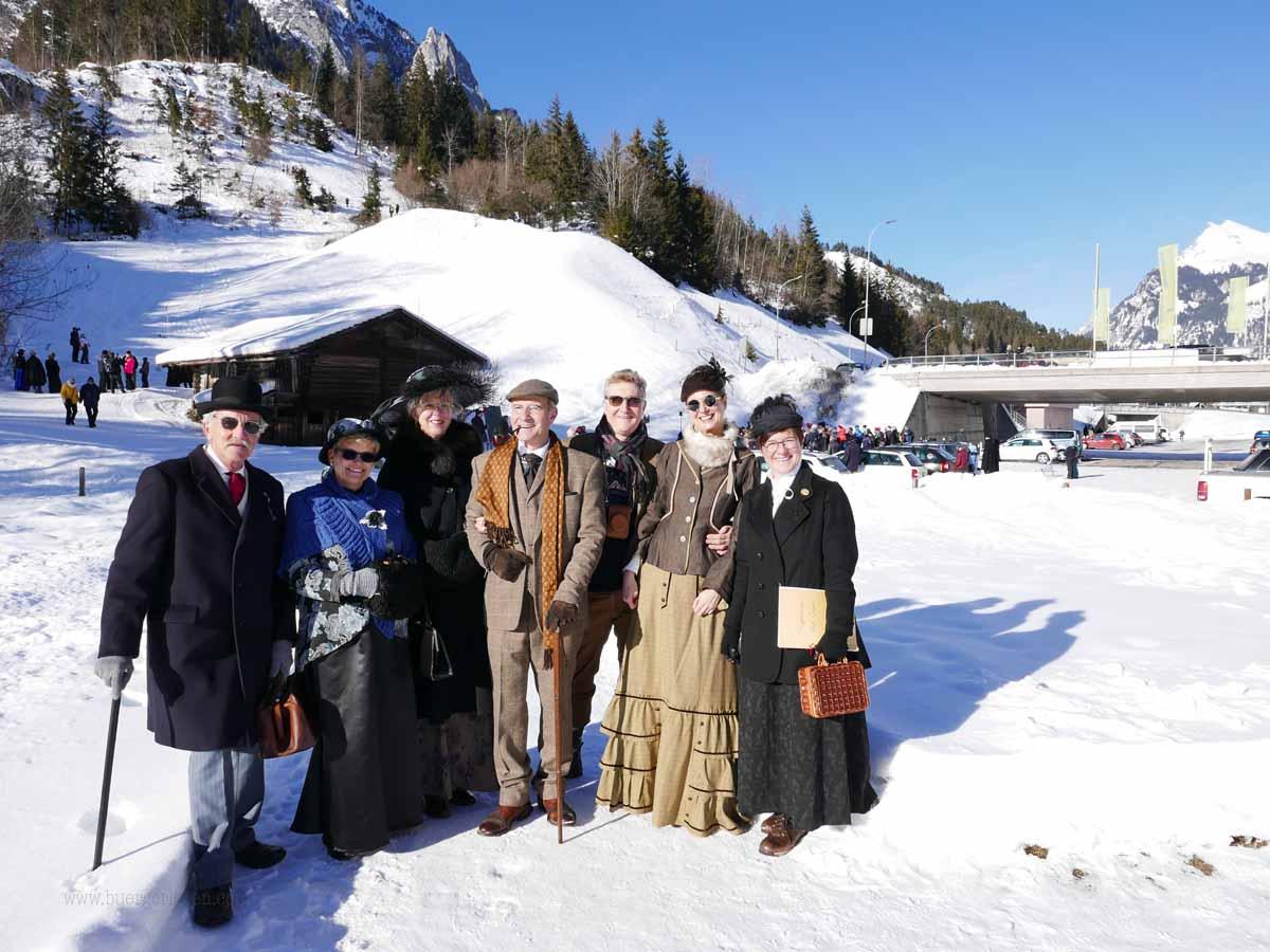 Ein Belle Epoque Gruppenbild bei schönstem Winterwetter