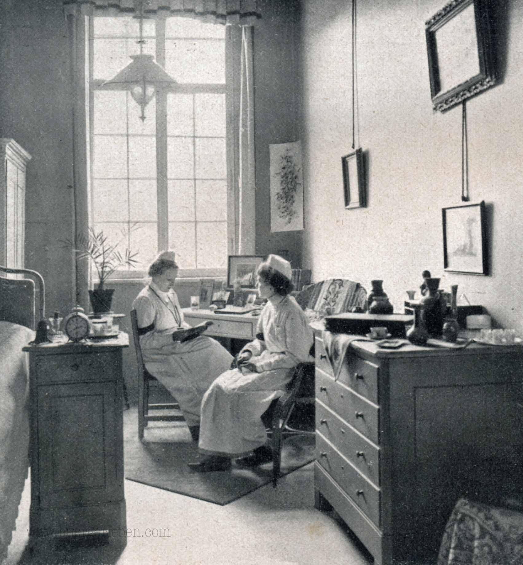 ein-schwesternzimmer-s.128
