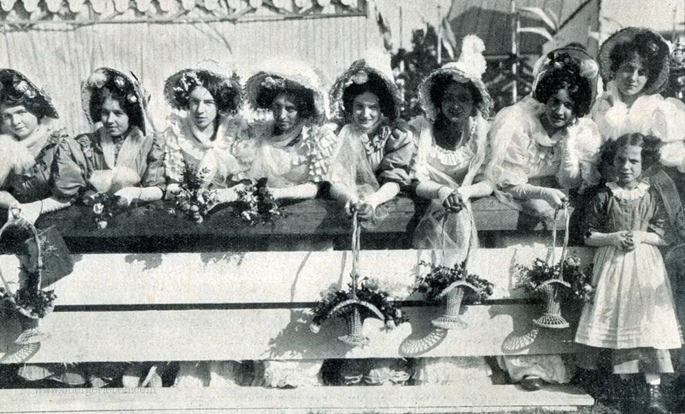 kr-nr.23-1910-11-s.96_festzugsteilnehmerinnen-in-der-tracht-von-1810-nehmen-an-der-hundertjahrigen-jubelfeier-des-munchener-oktoberfestes-teil
