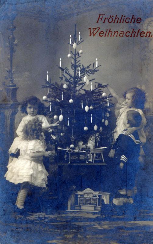 pk-4-kinder-am-weihnachtsbaum