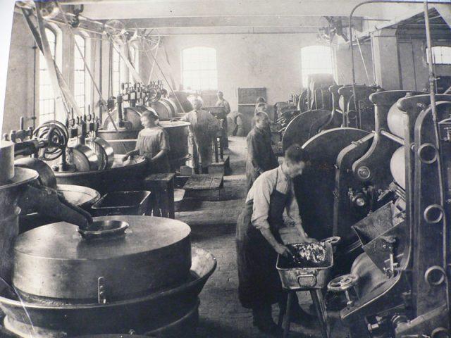12_maschinensaal-um-1925