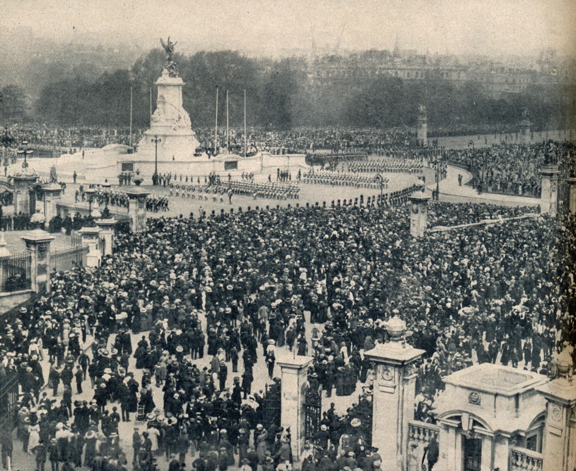 woche-1911-nr.-21-s.864-zuschauermenge-denkmal-koenigin-viktoria
