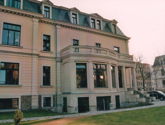 008-baedeker-villa-gartenseite