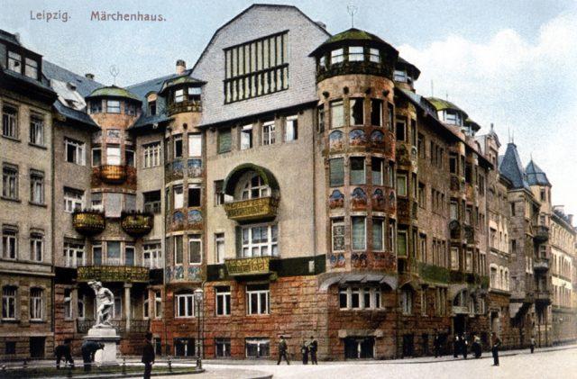 008-westvorstadtleipzig_platz_am_kunstlerhaus_marchenhaus