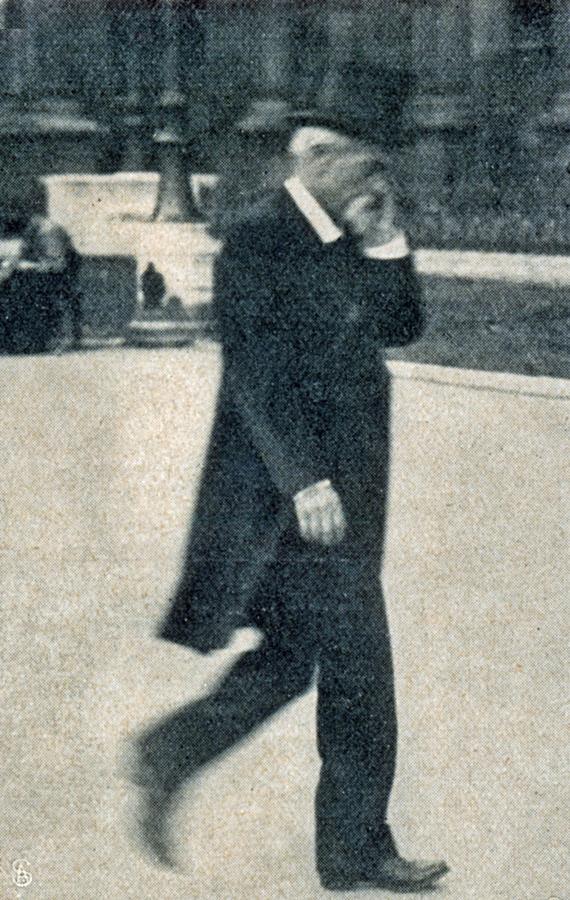 die-woche-1911-ii.-s.1462_m.-lepine-polizeiprafekt-in-paris-verlasst-nach-der-entdeckung-des-diebstahls-den-louvre-kopie